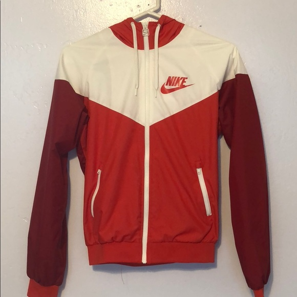 57ce00a49878 red and white nike windbreaker. M 5af258b38df470c2f4952120